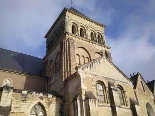 Eglise Saint-Laon, façade sud de l'église, vue sur le clocher roman