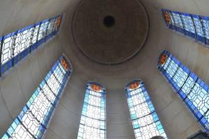 La plus haute marche du château, les vitraux cachés du château au sommet du lanternon central.