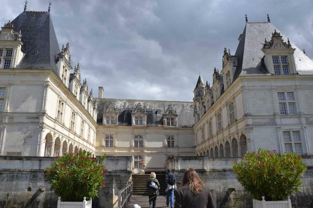 vue en arrivant dans la cour intérieure du château