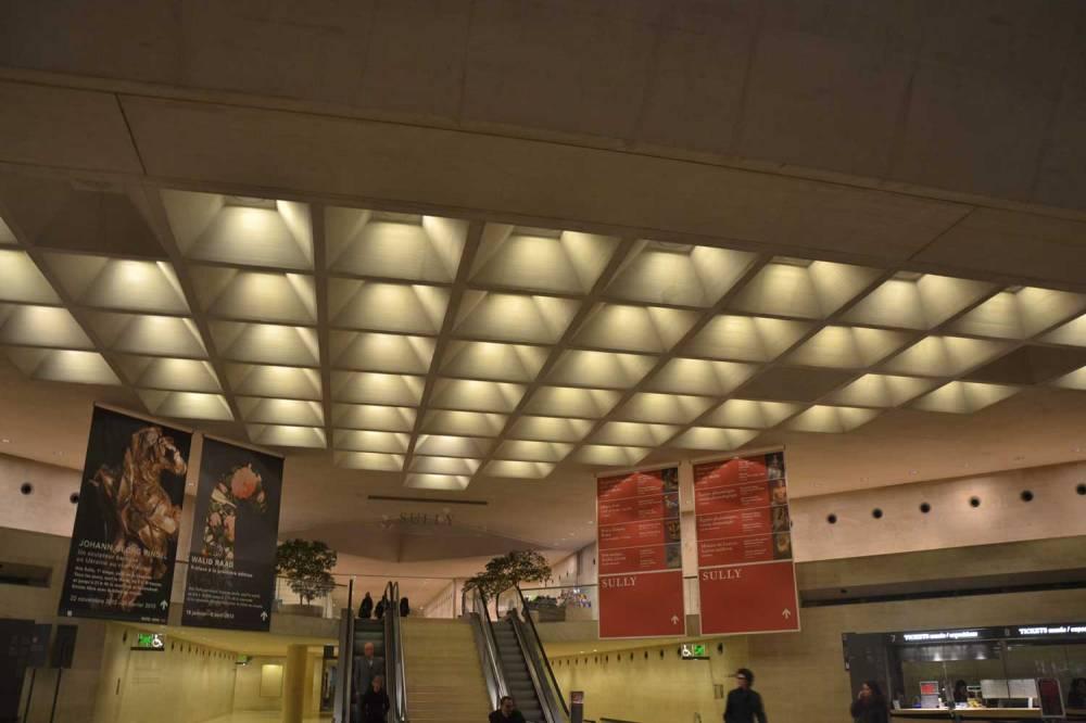 Hall d'entrée du musée du Louvre