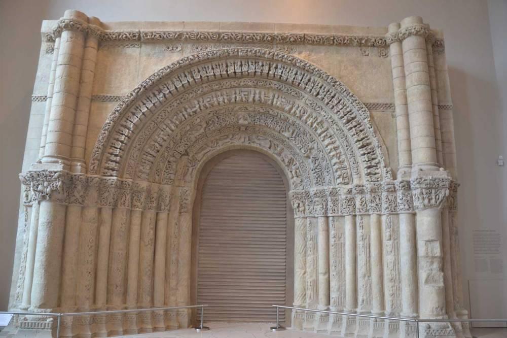 Portail roman. Cité de l'Architecture & Patrimoine