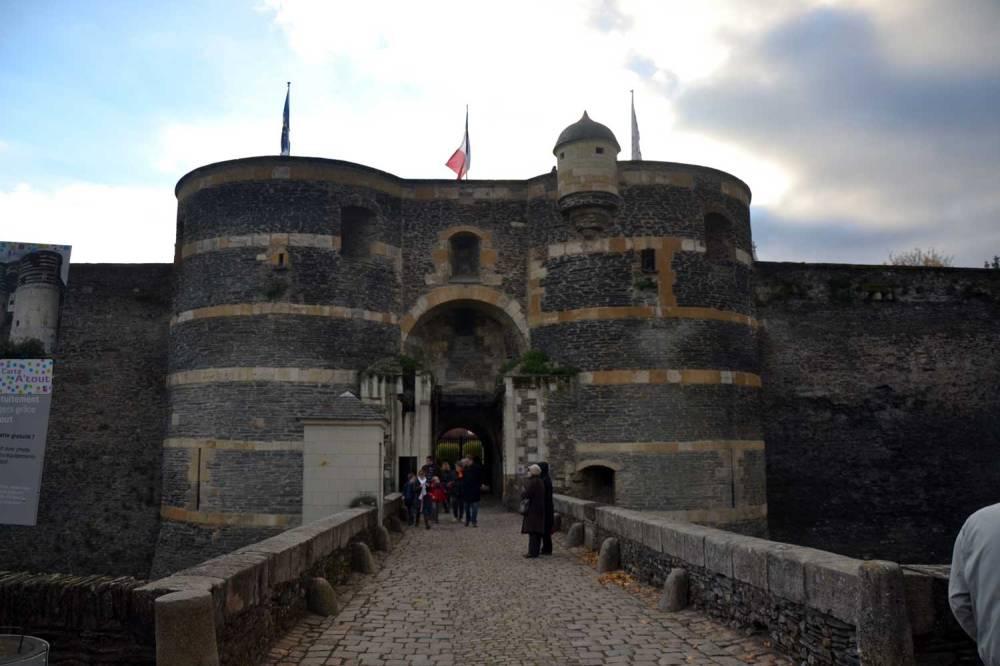 Porte de la ville (porche d'entrée pour accéder au château)