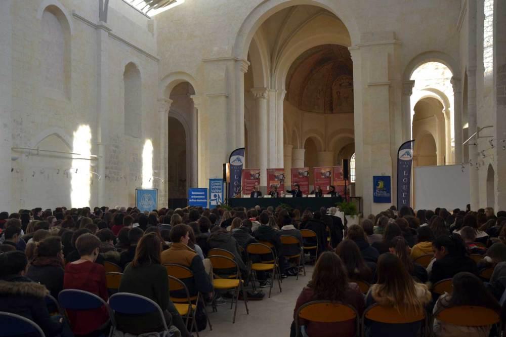 Vue sur la nef de l'église. Ici, la rencontre et la remise du prix Renaudot des Lycéens (novembre 2013)