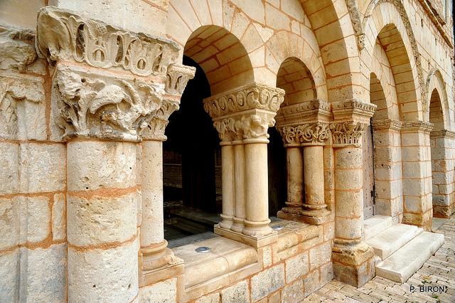 Salle capitulaire et ses chapiteaux sculptés