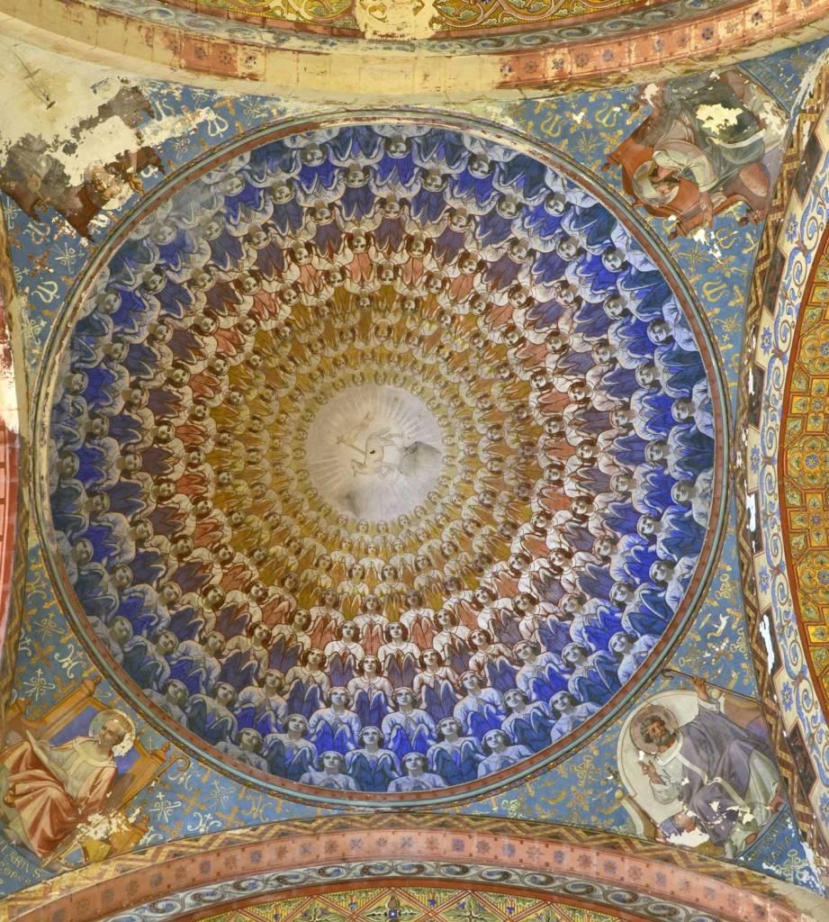 La coupole peinte à la croisée du transept : le choeur angélique