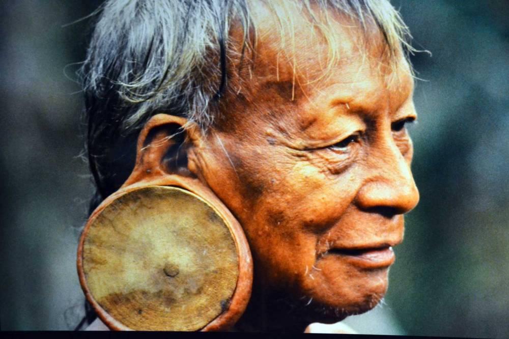 Anako, chef chaman d'une tribu nomade.