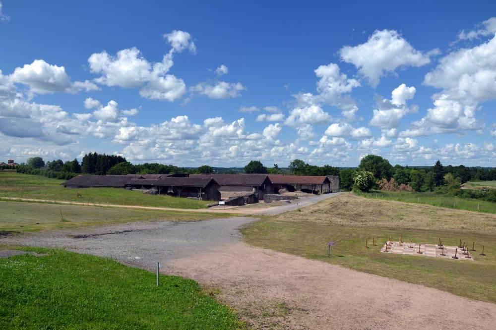 Les thermes et le parc vus depuis le pavillon d'accueil
