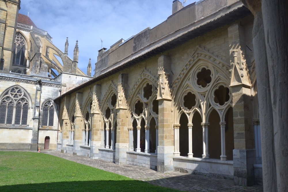 Cloître du prieuré de Bayonne