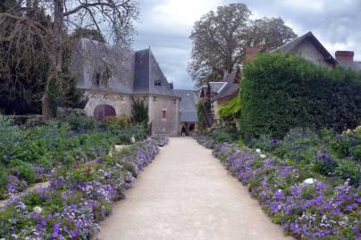 Allée menant au festival des Jardins de Chaumont