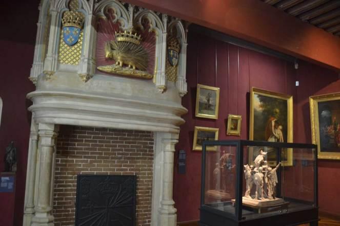 Cheminée avec armoiries de Louis XII